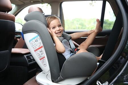 Esta sillita de coche permite llevar a tu bebé de forma segura a contramarcha y está en oferta en Amazon