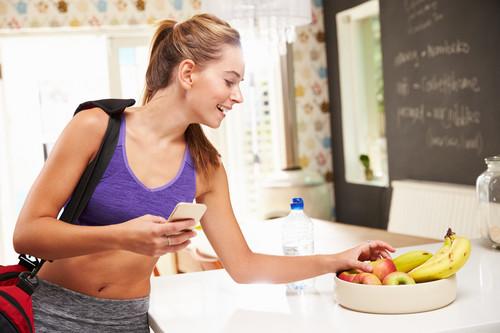 Qué comer después de entrenar: los alimentos que te ayudan a recuperarte después de un entrenamiento en el gimnasio