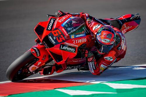Pecco Bagnaia repite victoria en Misano y Enea Bastianini culmina la fiesta de Ducati estrenándose en el podio de MotoGP