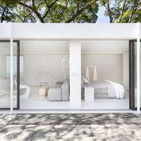 Casa Conteiner, una sorprendente casa inspirada en el estilo minimalista oriental hecha con contenedores marítimos reciclados