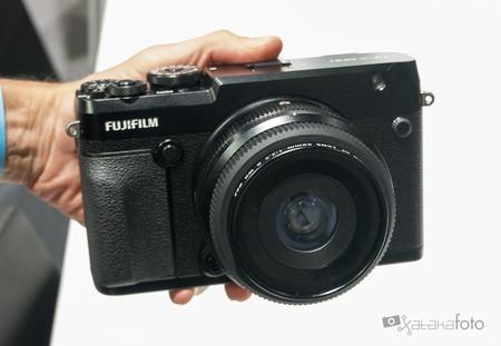 Fujifilm GFX 50R: Toma de contacto con la formato medio para reportaje y documental en Photokina 2018