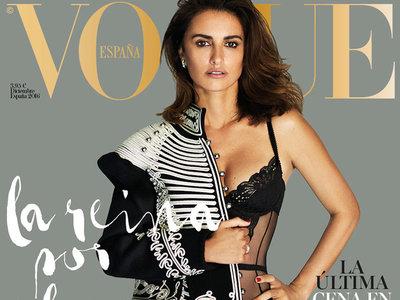 Penélope Cruz vuelve a saltar a la portada de Vogue España, esta vez de lo más sexy sólo salvada por Burberry