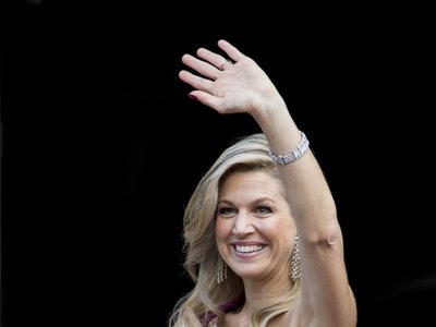 La Reina Máxima de Holanda elige el look más primaveral para celebrar el 50 aniversario del Rey Guillermo