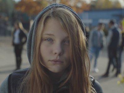 """""""Querido papá, me van a llamar puta"""": el vídeo que está conmocionando al mundo"""