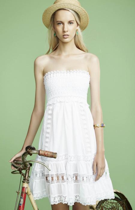 El Little White Dress es el competidor del LBD: 13 vestidos blancos para lucir este verano