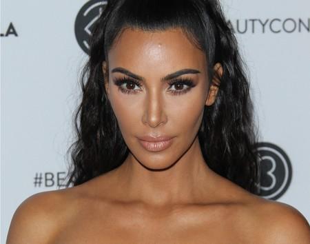 ¡Sin miedo al escote! Kim Kardashian patina con el vestido más exuberante de Dolce&Gabbana