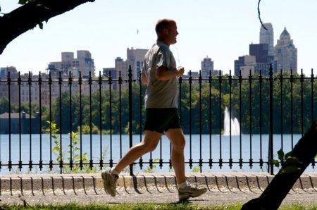 El ejercicio regular ayuda a comer más sano