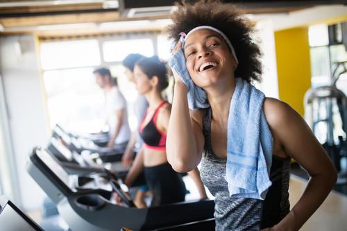 He empezado a entrenar en el gimnasio y he subido de peso: esto es lo que está ocurriendo en tu cuerpo