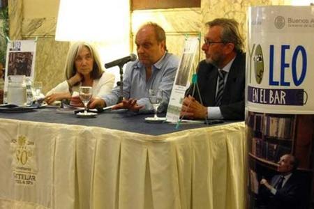 Borges promueve la lectura en los bares de Buenos Aires