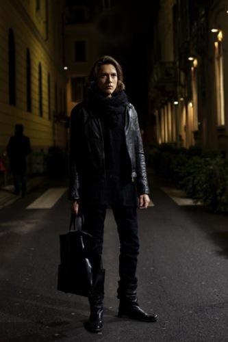 Looks de calle en la Semana de la Moda de Milán, cazadora