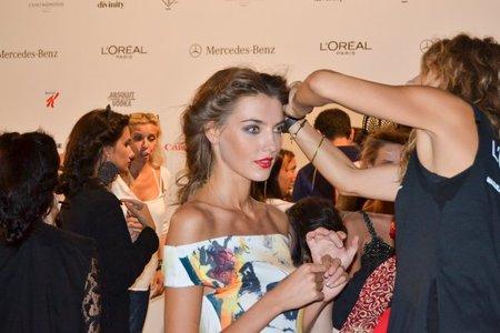 En el backstage de Cibeles Madrid Fashion Week: sofisticados recogidos en el desfile de Francis Montesinos