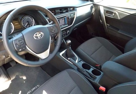 Interior Toyota Auris Touring Sports 120D Active