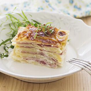 Falsa lasaña de patata: receta fácil y vistosa para una guarnición o convertir en la estrella de la cena