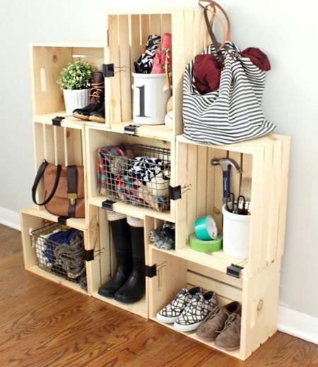 11 trucos geniales para organizar nuestras cosas for Muebles con cajas de madera