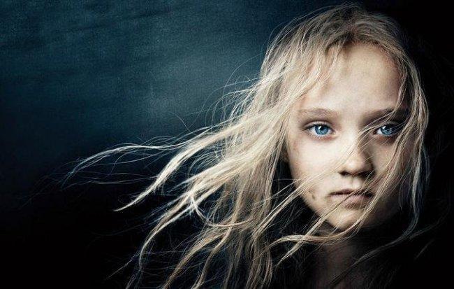 Imagen con el cartel de la película 'Los Miserables'