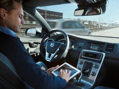 La conducción autónoma, paso a paso: del conductor humano al coche que se conduce él solo