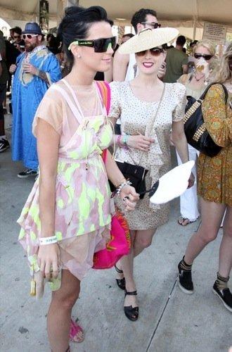 Las gafas de sol de las famosas para la Primavera-Verano 2010: Katy Perry