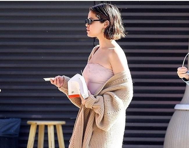 selena gomez look estilismo outfit