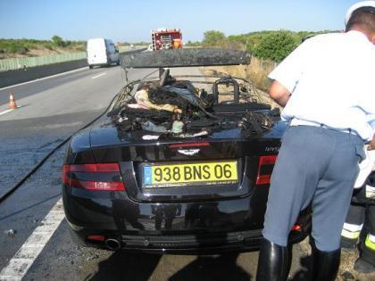 Aston Martin DB9 Cabrio con sofocos derivados de la combustión