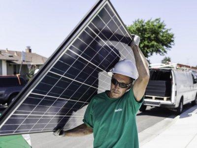 Algunos accionistas de Tesla no están muy contentos con la compra de Solar City: han denunciado a la compañía