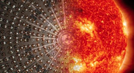 Si coges una esfera de nailon rellena de 278 toneladas de hidrocarburos líquidos y la sumerges en agua, puedes saber de qué está hecho el Sol