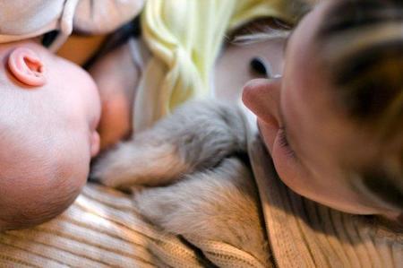 La lactancia materna exclusiva hasta los seis meses, lo mejor para el bebé
