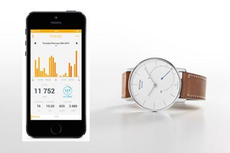 Un monitor de fitness disfrazado como un reloj analógico