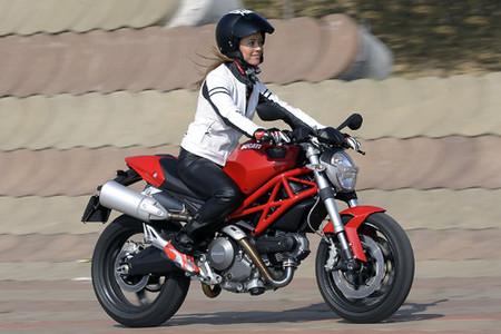 Plan Ducati-E, 500 euros de descuento en las Monster 696