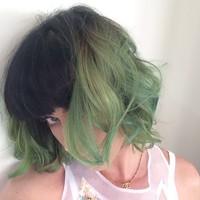 En primavera, cambios a cholón: Katy Perry se nos pasa al verde