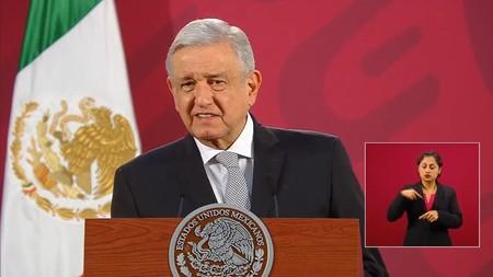 """AMLO quiere saber cuántos bots hay y cuánto pagan a Twitter y Facebook en México por """"campañas de desprestigio"""""""