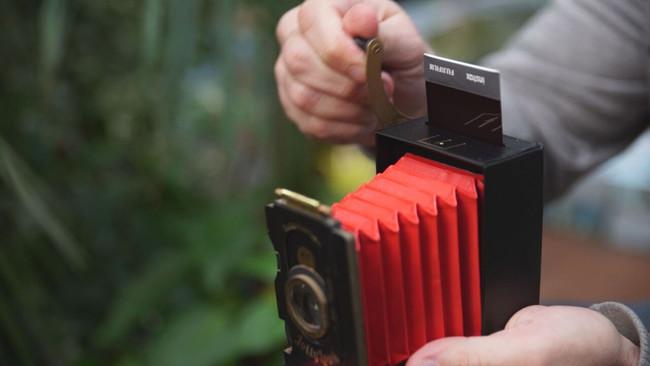 Jollylook, una cámara instantána de diseño retro y hecha casi enteramente de cartón