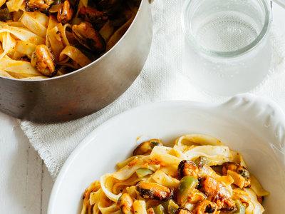 Tagliatelles con mejillones al chile piquín. Receta fácil y deliciosa
