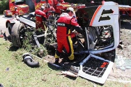 Diumar Bueno sale milagrosamente vivo de un brutal accidente en la Fórmula Truck