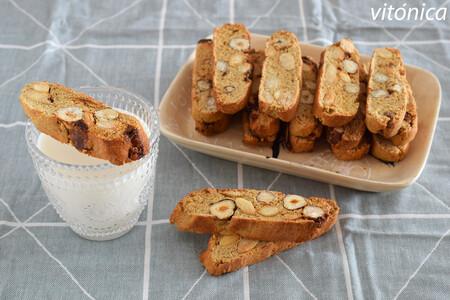 Biscotti sin azúcar de almendras, avellanas y dátiles: receta energética saludable sin gluten