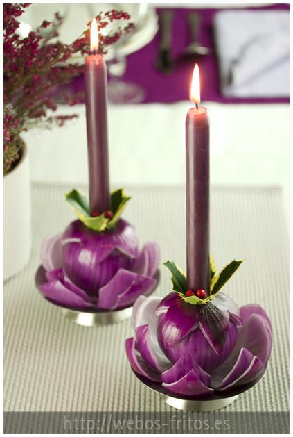 Candeleros hechos con cebollas y velas