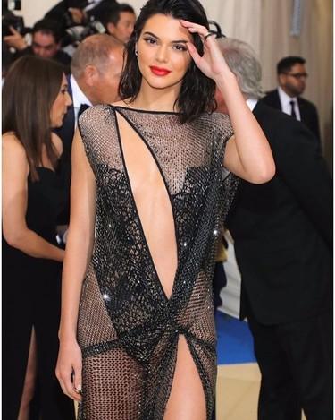 Kendall Jenner lo enseña todo y más con su vestido de La Perla Alta Costura para la Gala MET 2017