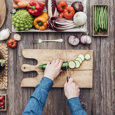 Vegetarianos, crudiveganos, pollotarianos... La guía definitiva para saber qué come la gente y por qué