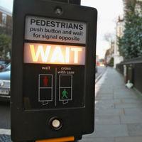 Semáforos inteligentes: el arma de Londres para hacer la vida más sencilla a sus peatones