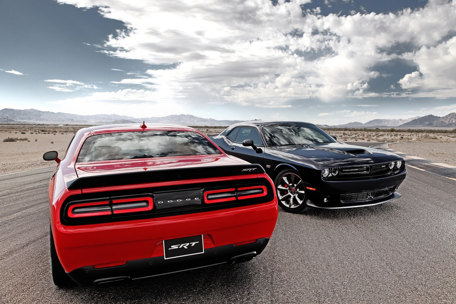 Foto de Dodge Challenger SRT Hellcat (17/24)