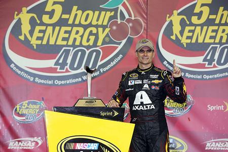 Jeff Gordon vence en Kansas y ya son nueve los pilotos con puesto en The Chase