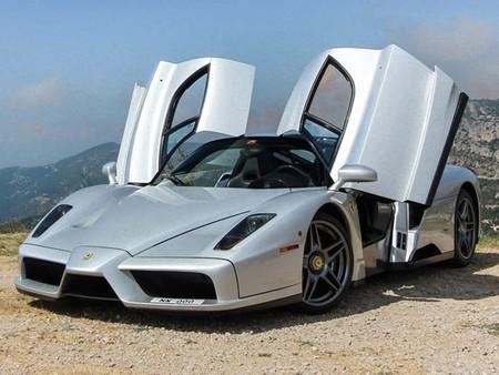 Ferrari Enzo se pasea por las montañas de Monaco