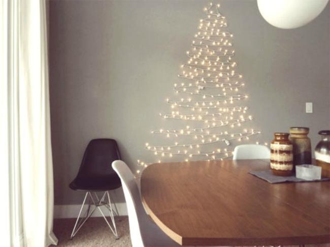 Árbol de Navidad con guirnalda de luces