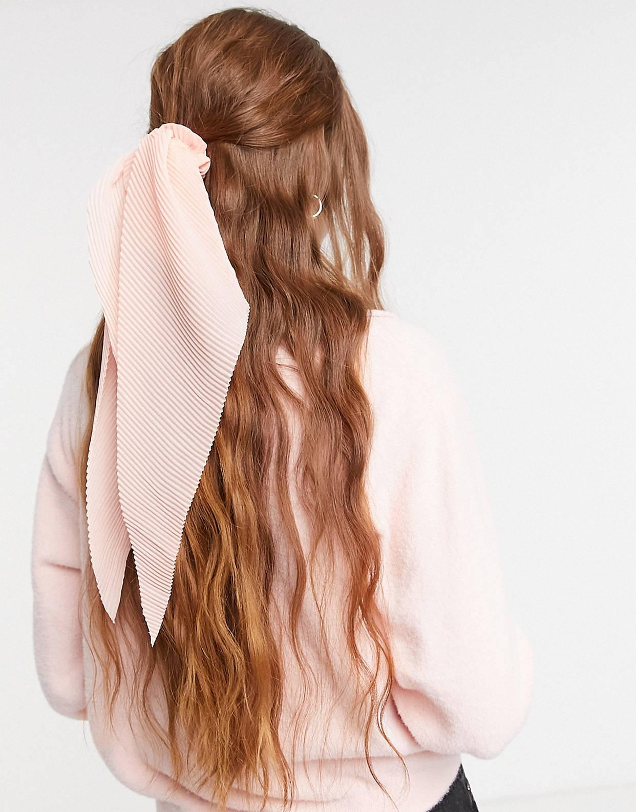 Pañuelo para el pelo rosa plisado de ASOS DESIGN