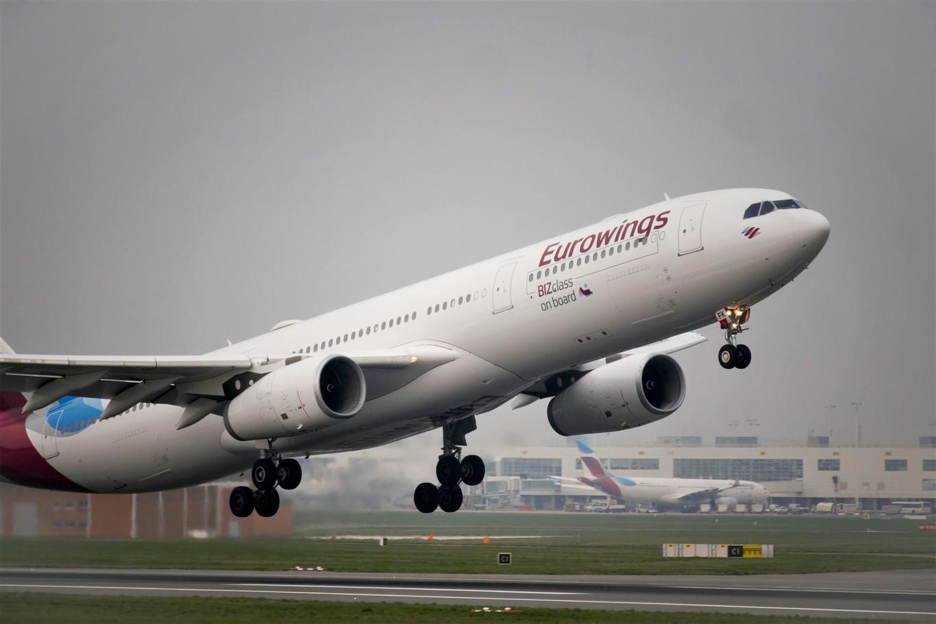 Hay Aerolíneas Volando Con Aviones Vacíos Por El Coronavirus Deben Seguir Operando Para Mantener Su Plaza En El Aeropuerto