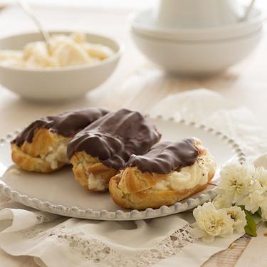 Eclairs de crema y chocolate: receta para merendar como en la mejor pastelería francesa