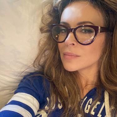 La actriz Alyssa Milano enseña en Instagram la caída de pelo que sufre tras el Covid-19