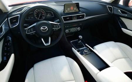 Nuevo mazda 3 pocos cambios pero mejoras interesantes for Mazda 3 2017 hatchback interior