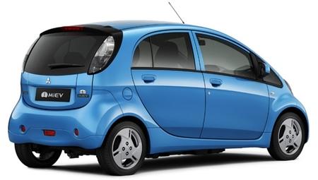 Mitsubishi i-MiEV azul vista tres cuartos trasera