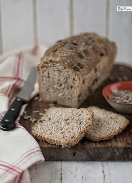 Pan de molde con kéfir, harina integral y semillas