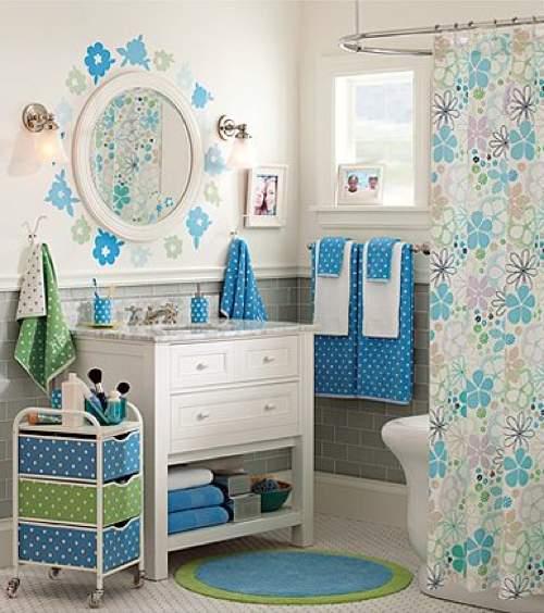 Una mala idea sobrecargar la decoraci n del ba o - Banos azules decoracion ...
